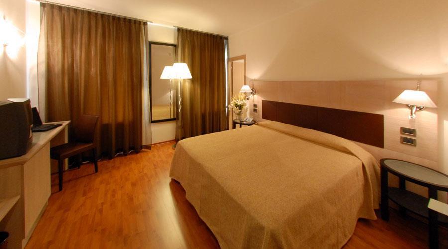 Prenota camera hotel a forl hotel san giorgio di forl for 3 stelle arredamenti